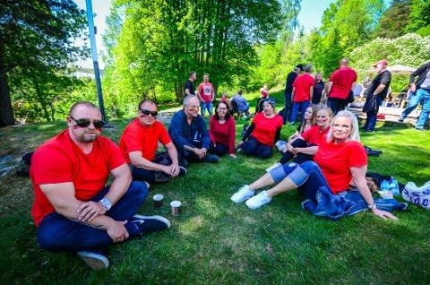 STILLER OPP: Foreldre til 1. klassinger på Hølen skole stilte opp som statister for NRK og TV-serien Heimebane.