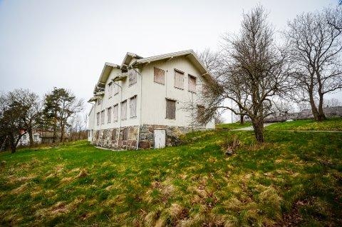 VIL OPPHEVE VERN: Flertallet av politikerne i kommunestyret vil oppheve vernet av gamle Solhøy skole.