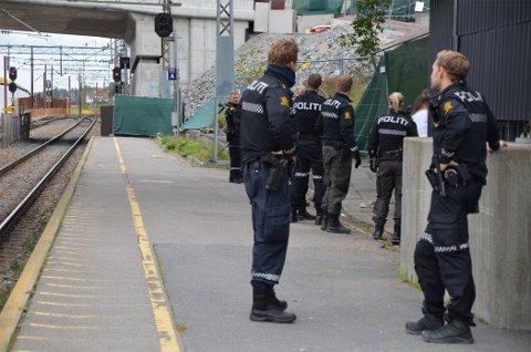 Tre personer ble pågrepet på Ski stasjon.