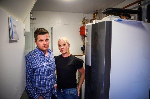 BER RØRLEGGERNE RYDDE OPP: Bernt Andre Engøy og Sigrid Krabbesund har brukt over 1 million kr på å rette opp feil og mangler etter Drøbak Rørleggerservice.