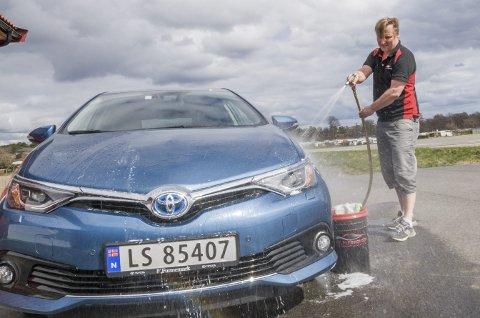 Ordrene renner inn: På Youtube kan «mannen i gata» klikke seg inn og få en innføring i bilpleie av Bjørn Aage Bredal. Firmaet hans, Bilpleiekongen AS, har opplevd en eventyrlig vekst siden oppstarten i 2013.