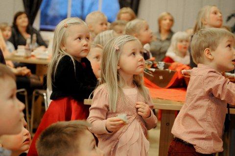 Spenning: Når julenissen kommer, øker spenningen. Her fra juletrefesten i 2013. arkivfoto