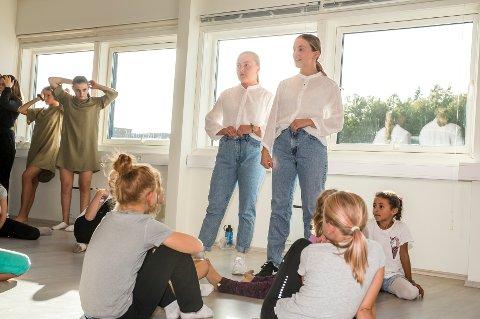 Anna Manuela Giacopinelli og Irma Micaela Gilboe fra Creative studio fikk over halvparten av stemmene da Drøbak city ville hedre ildsjeler i kommunen.