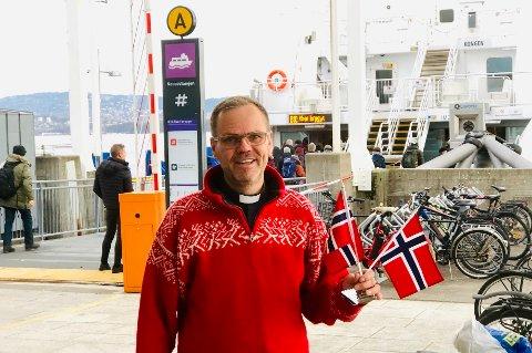 Gleder seg: Sokneprest Svein Hunnestad gleder seg til biskopen i Borg skal ta nesoddbåten.