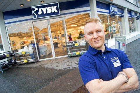 GLEDER SEG: Butikksjef Lars Øvergaard gleder seg til å flytte inn i nye lokaler. 16. januar åpner Jysk Ski i Åsenveien i Ski.