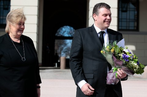 Jøran Kallmyr ( Frp)  ble fredag utnevnt til ny justisminister av kongen i statsråd.  Statsminister Erna Solberg presenterte den nye ministeren på slottsplassen.  Foto: Håkon Mosvold Larsen / NTB scanpix