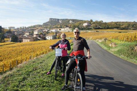 VIL HA MED FOLK PÅ TUR: Ingrid Jovik og Liv Klungsøyr  i firmaet TransProvence ønsker å ha med folk på sykkeltur, men de tilbyr også andre turer.