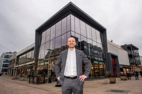 SKAL FÅ FART PÅ CITY: Tromsø-mannen Kjetil Fløyli har mange år i ulike roller på ulike hoteller bak seg. Mandag startet han i jobben som direktør for Scandic City.
