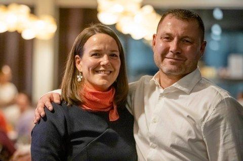 - VARMER SKIKKELIG: Svein-Tore Kræmer i serviceteamet ved Ullerud helsebygg sammen med enhetsleder Kristin Lahnstein Jørstad.