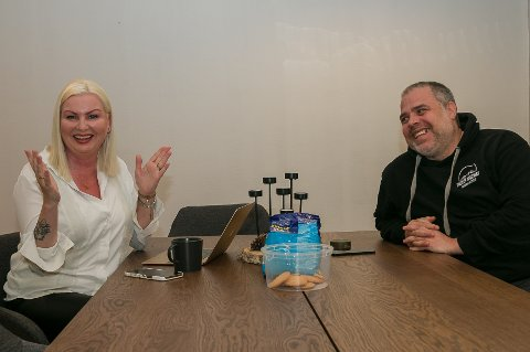 Koronasuksess: – Vi lanserte Tind of Norway i august 2019. I fjor hadde vi en omsetning på tre millioner og det bikker vi hvert øyeblikk allerede nå i år. Vi har hatt en voldsom vekst i salonger, og ikke minst i nettbutikken etter at pandemien traff oss, sier Jeanette og Steinar. Alle foto: Staale Reier Guttormsen