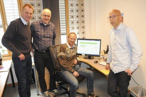 FIBER: Disse karene maner folket å mobilisere for å synliggjøre behovet for fiber. Fra venstre: Per Westgård, Alvdal, Bjørn Frydenborg og Arild Løvik. FOTO: ERLAND VINGELSGÅRD
