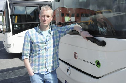 NYE BUSSER: Trond Egil Kvisten forteller at de nå snart skal motta hele 62 nye busser.
