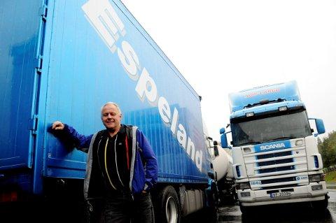 Inge Espeland i  Espeland Transport AS forteller at de nå blir enda større ved at halvparten av BEkkevoll Transport i Elverum innlemmes i selskapetl.