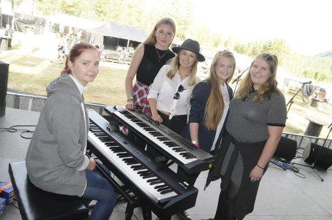Dekka og Slekta: Jentebandet «Dekka og Slekta» kom helt til landsfinalen i fjorårets UKM og fikk spille på Livestock-festivalen i sommer.