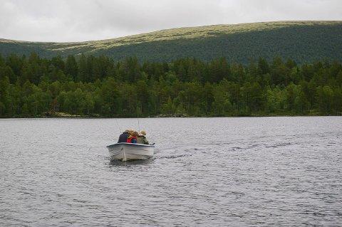 SAVALEN: Fiskere i båt på Savalen. Illustrasjonsfoto.