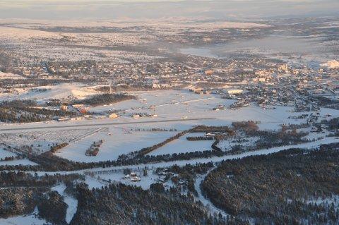 VINTEREVENTYR: Med den nye flyavgangen på søndager får flere muligheten til å oppleve vintereventyret Røros. Foto: Ole Jørgen Kjellmark.