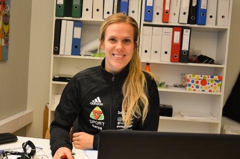 Anne Luksengård Mjelva er i gang med jobben som daglig leder i Røros Idrettslag.