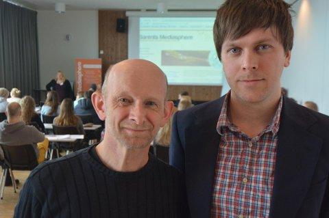 KOLLEGER: Arne Egil Tønset (t.v.) er nyansatt ved NRKs Kirkenes-kontor hvor han blant annet er kollega med Amund Trellevik. De to har jobbet flere år sammen i Barents Press-nettverket. Amund er for øvrig født samme år som Arne Egil begynte i NRK Finnmark første gang.