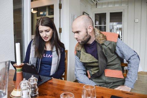 Guro Angell Gimse og Endre T. Sandbakken blir med på HV-øvelse.