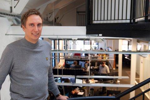 Arnfinn Langøien Moseng har et stortansvarsområde som linjeprodusent, men stortrives i jobben ved Qvisten animasjonssenter.