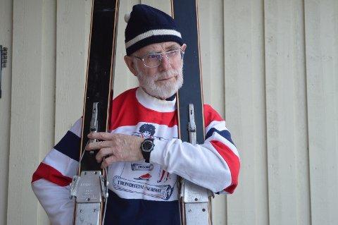 Skiene og lua er fra 1960-tallet, men genseren ble brukt under kampanjen for å få ski VM 1997 til Trondheim.