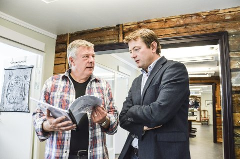 RØROSBASERT: Røros-ordfører Hans Vintervold (t.v.) og direktør i Kulturminnefondet, Simen Bjørgen. Arkivfoto