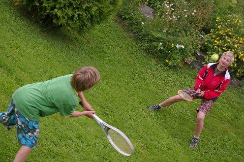 GLADE BARN: Glade barn og et lykkelig familieliv hører sommerdrømmen til. Illustrasjonsfoto.