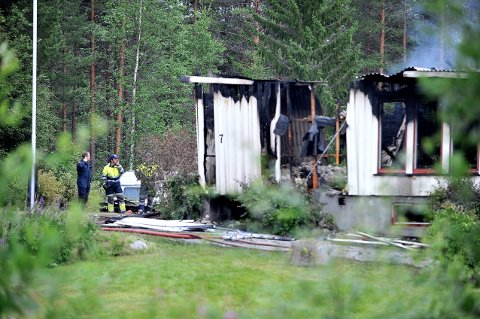 DØDSBRANN: Sent mandag kveld brøt det ut brann i et bolighus på Åkrestrømmen i Rendalen. Torsdag bekrefter politiet at en person er funnet død inne i huset.