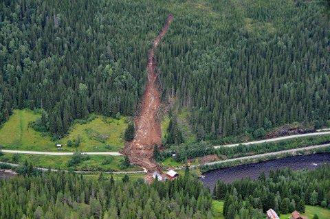 2013: Et jordskred raste over både fylkesveg 30 og jernbanen ved Dragåsen på grensen mellom Holtålen og Midtre Gauldal. Området er en del av tiltakspakke 2.