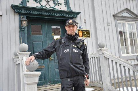 Skulle vært der: Avsnittsleder ved politiet i Røros og Holtålen, Øyvind Unsgård, har fått rapport fra både vektere og serveringsstedet og konstaterer at det ikke var noen god situasjon natt til søndag. – Det er ingen tvil om at politiet skulle vært til stede, sier han. Foto: Guril Bergersen