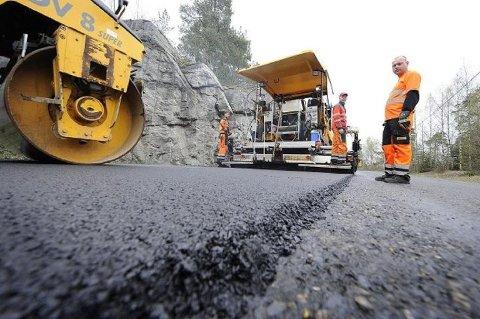 Ås får 500.000 kroner i støtte fra Fylkets Trafikksikkerhetsutvalg (FTU) i Akershus til asfaltering av veier.