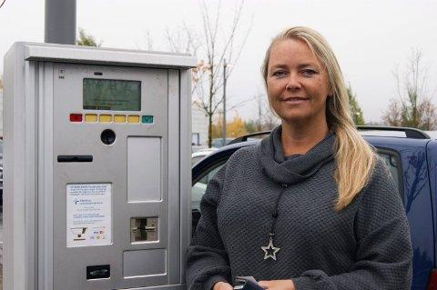 – IKKE DYRT: Vibecke Solhaug er en av mange som har opplevd utfordringene knyttet til å finne parkering utenfor Ahus.
