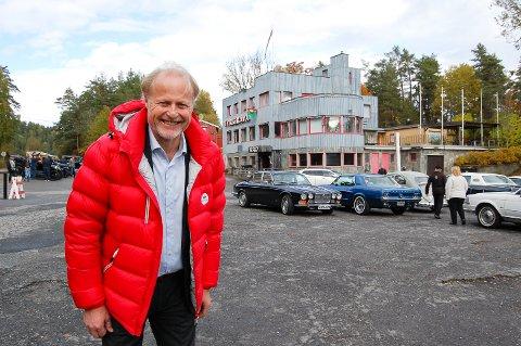 GLAD GUTT: Børre Skiaker er generalsekretær i KNA og styreleder i Tyrigrava AS. Tyrigrava har gått en million kroner i støtte fra Kulturminnefondet. Til våren begynner arbeidet med å pusse opp fasaden til fordums glans.