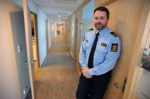 IKKE PRIORITERT: Nærpolitisjef og fungerende stasjonssjef, Marius Gunnerud, har ikke så langt prioritert å håndheve brudd på koronabestemmelsene.