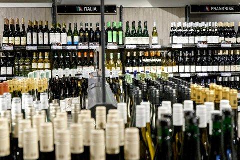 80 prosent av de spurte i en ny undersøkelse er enige i at dagens ordning med vinmonopol bør bestå. (Foto: Gorm Kallestad, NTB scanpix/ANB)