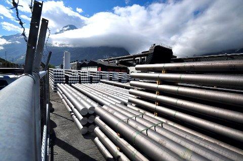 Økt strømtariff fører til dyrere produksjon av aluminium.