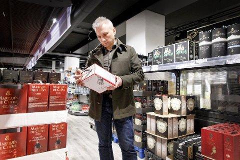 Nordmenn kjøper store mengder vin til påske. (Foto: Gorm Kallestad, NTB scanpix/ANB)
