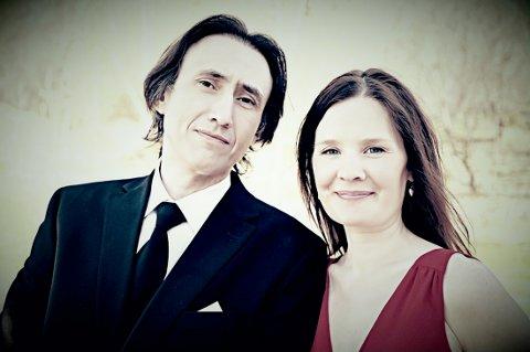 """For 16. gang holder Lone Eines og Igor Melanyuk  konserten """"Sildring"""" i Hov kirke."""