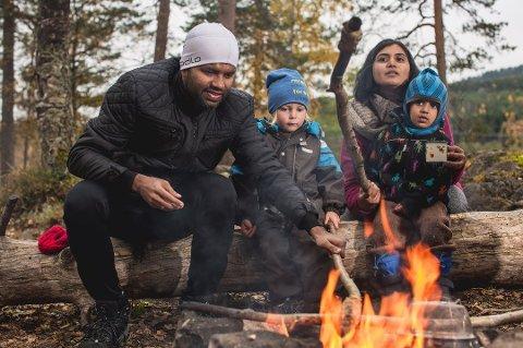 Bålsesongen er i gang, og Norsk Friluftsliv oppfordrer til å ta middagen ute. Foto: Pressebilde/ANB