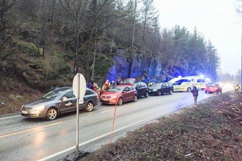 Politi og flere ambulanser rykket ut til ulykken.