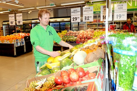 Eivind Hassel er spesielt godt fornøyd med en større frukt- og grøntavdeling.