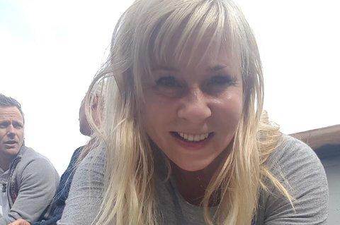 MÅTTE KJEMPE FOR PASSET: Lily Kalvø har hatt fire norske pass siden hun var 17 år. Da hun skulle fornye for å få sitt femte, møtte hun døra hos Grønland politistasjon.