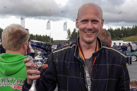 BEVISET: Olav Haugen Hasdal kunne ta med seg pokalen hjem til Gjerstad.