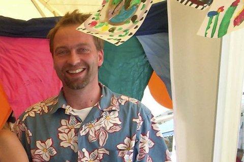 Barneverksted på Villvinmarkedet med Anja Firing som aktivitør og Andreas Bakke som frivillig entusiast