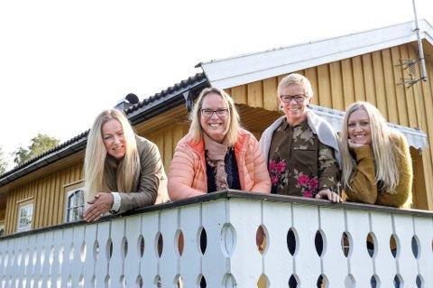 Her på Kamperhaug skal den første kongolesiske familien bo. Flyktningetjenesten med Heidi Tveit Johansen (til venstre), Mona Lien, Elfi Jonassen og Hilde Selmi, har vært og inspisert boligen.