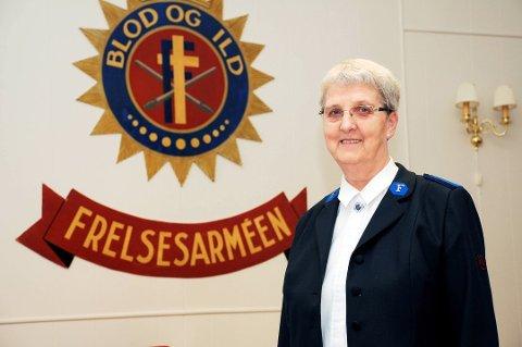 LEDER: Gyda Hansen har vært leder for Frelsesarmeen i Risør i over ti år. –Det var bestemt at Risør skulle nedlegges, og jeg ble spurt om å hjelpe til i avviklingsperioden. Det som skjedde var at flere og flere begynte å møte opp, så nå feirer vi 130 år fordi vi fortsatt lever, forteller Hansen.
