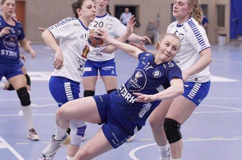 ALVORET I GANG: Etter en god sommer for både Guro Lundtveit Svennevig og Oppsal startet alvoret med første NM-runde mot Kragerø onsdag. Søndag starter Eliteserien mot Vipers.