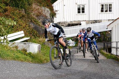 UTROLIG: Her setter Carl Fredrik Hagen (fremst) inn et støt opp Urbakken i Risørrittet 2013. Nå er han tidenes norske Grand Tour-rytter.