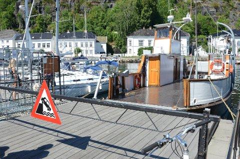 MF Øisang er ute av drift til 28.juni, på grunn av sykdom. Unni Olimb Norman sier flere sykkelturister blir skuffet når de ikke kommer seg videre fra Risør havn.