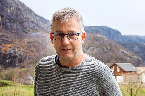 TOK OPP GATELYS: Kjell Andreas Heskestad (Sp) foreslo at kommunestyret ber om en overordnet sak der en tar stilling til alle sider ved gatelysbelysning i Lund kommune.